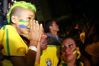 Steaguri arse si lupte de strada. Violente in Brazilia, dupa cosmarul din semifinalele Campionatului Mondial. GALERIE FOTO