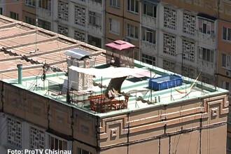 Strand privat pe acoperisul unui bloc de 9 etaje. Ce spun ceilalti locatari:
