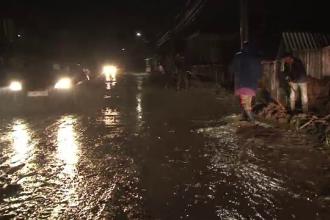 Seara in care in Romania a plouat cat pentru un sezon intreg. Sute de locuinte inundate si localitati intregi ravasite