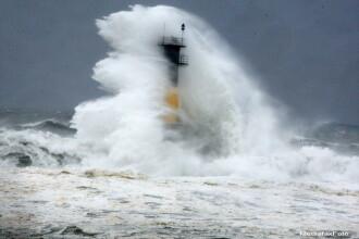 Alerta de vijelii si valuri uriase in Japonia. Fenomenele extreme au fost surprinse de camerele de supraveghere