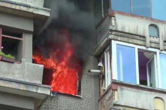Apartament complet distrus dupa o explozie urmata de un incendiu, in Deva. O tanara de 20 de ani a fost grav ranita