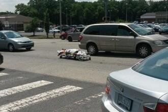Soferii au crezut ca e o gluma proasta cand au vazut targa cu cadavrul in trafic. Cum a ajuns insa acolo