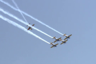 Avioane de acrobatie, elicoptere militare si MIG-uri au facut show pe cerul Timisoarei. Cei de la sol au fost incantati