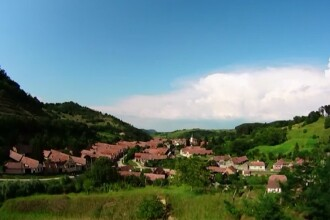 Cum a reusit Paul Hemerth, un sas intors acasa, sa salveze casele traditionale dintre dealurile Richisului, in judetul Sibiu