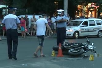 Un motociclist care nu purta casca a murit dupa ce a fost lovit pe un bulevard din Capitala. Manevra fatala a unui sofer