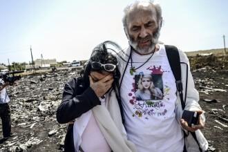 Parintii uneia dintre victimele catastrofei din Ucraina au vizitat locul prabusirii avionului, in ciuda situatiei tensionate