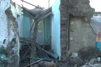 O femeie din Vaslui a murit dupa ce un zid s-a prabusit peste ea. Sotul ei a gasit-o cand a auzit mobilul sunand de sub ruine