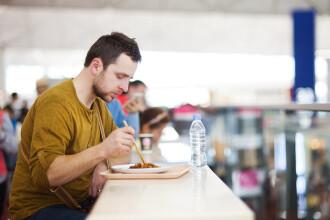 Cel mai trist sandvis de pe planeta. Cu ce a fost servit un barbat la un restaurant din aeroportul din Edinburgh