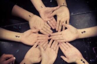Motivul pentru ca oamenii din toata lumea isi fac acest tatuaj. Ce reprezinta punctul si virgula