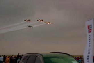 Aeromania a reunit pe litoral pasionatii de aviatie. MIG-urile si avioanele de acrobatie au facut spectacol pe cer