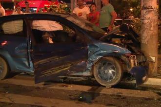 Nu s-a asigurat in intersectie si a intrat intr-un taxi. Doi tineri din Capitala au ajuns in stare grava la spital
