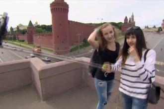 Moda selfie-urilor a luat o intorsatura dramatica In Rusia. Cum isi risca tinerii viata de dragul unei fotografii