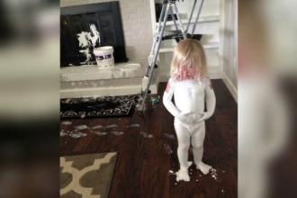 Ce se intampla cand o fetita cu chef de joaca gaseste o galeata cu vopsea. Imaginea care a devenit viral pe internet