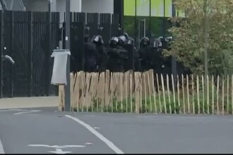18 persoane au iesit din magazinul Primark, luat cu asalt in aceasta dimineata. Dilema politiei: cine sunt agresorii?