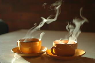 Doi batrani au cerut un plic de ceai in plus in cafenea unui brand celebru de haine. Ce s-a intamplat la scurt timp