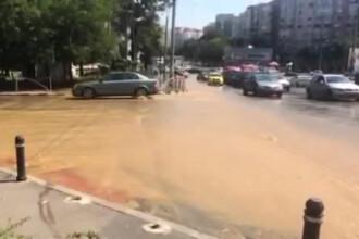 De miercuri dimineata, Capitala mai are un rau, pe langa Dambovita. Peticele de asfalt au cedat din cauza fortei apei. VIDEO