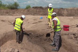 Descoperire arheologica langa Targu Jiu: sute de relicve, vechi de 3500 de ani, au fost scoase la suprafata