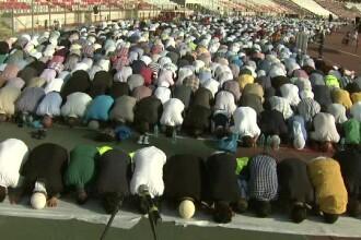 Mii de musulmani s-au rugat pe stadionul Dinamo, intr-o zi de mare sarbatoare.
