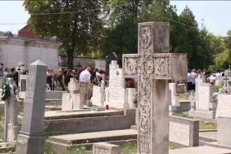 Zi de doliu la Arad. Sute de oameni i-au condus pe ultimul drum pe cei 4 romani morti in Slovenia