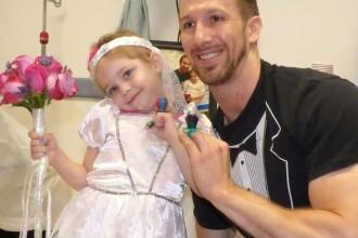 O fetita de 4 ani bolnava de cancer s-a casatorit cu asistentul ei medical preferat. Video-ul a devenit viral pe Facebook