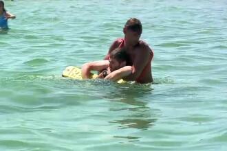 Salvamarii de pe litoral, dați în judecată de un avocat care le cere daune de 40.000 de euro după ce l-au salvat