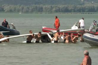 Au ajuns cu avionul direct in apele lacului Balaton. Cum au reactionat turistii care au fost martori la accident