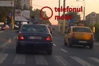 Inconstienta periculoasa in Mamaia. Doi tineri si-au facut poze pe o masina aflata in mers. Ce a facut soferul in acest timp