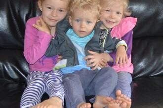 Cei trei frati pe care mama lor nu ii spala niciodata cu sampon pe par. Ce explicatie are femeia pentru decizia inedita