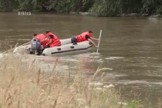 O fetita de 9 ani s-a inecat, iar fratele ei a fost salvat in ultima clipa de mama. Niciunul dintre copii nu stia sa inoate