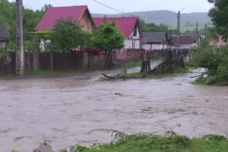 Nu au platit 10 euro pe an pentru asigurarea obligatorie, iar acum inundatiile le-au luat totul.