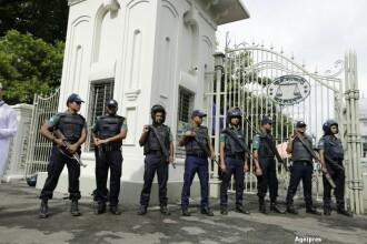Atac cu grenada in apropierea unui loc unde s-au adunat 200.000 de oameni pentru a se ruga. Doi politisti au fost ucisi