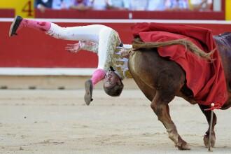 5 persoane au ajuns la spital, la Festivalul de la Pamplona. Momentul in care un toreador este lovit cu coarnele de un taur