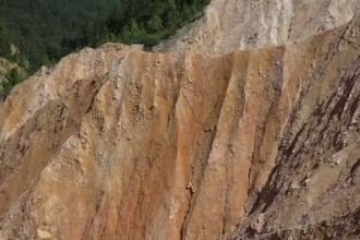 Groapa Ruginoasa, un loc unic in Europa. Turistii care ajung in Muntii Apuseni nu trebuie sa rateze zona spectaculoasa