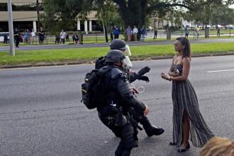 Imaginea simbol a protestelor din SUA fata de brutalitatea politiei. Ce s-a intamplat cu aceasta femeie