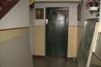Patru persoane si un catel au ramas blocati intr-un lift, la Arad. Cu cat depasisera limita maxima de greutate admisa