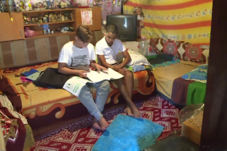 20% dintre copiii Romaniei renunta la studii din cauza saraciei. Solutia de 193 de milioane de EURO pregatita de Guvern