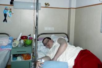 Tatal l-a parasit de mic, iar cand s-a imbolnavit de cancer a decis sa il sune. Singura intrebare pe care i-a pus-o