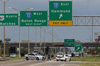 Atac armat impotriva politiei din Baton Rouge: 3 ofiteri, executati de catre mai multi agresori. Apelul facut de serif