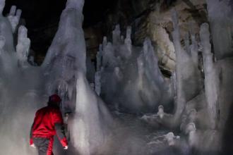 Pestera Scarisoara din Apuseni adaposteste cel mai mare ghetar subteran din lume. Ce incearca acum cercetatorii sa afle