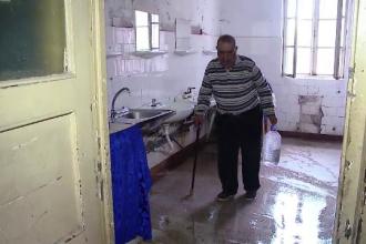 I s-a demolat abuziv casa in 1989 si nici acum nu a primit alta in loc.