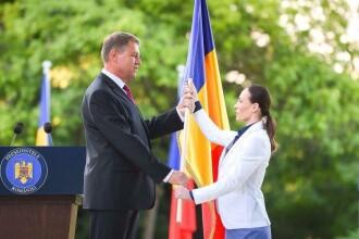 Klaus Iohannis i-a predat Catalinei Ponor drapelul Romaniei. Mesajul transmis de presedinte sportivilor care merg la JO