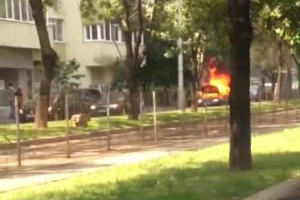 O masina a luat foc din senin pe bulevardul Titulescu din Capitala. De ce ar fi putut incendia un bloc din vecinatate