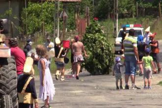 Localnicii dintr-un sat clujean au vrut sa scape de caldura prin intermediul unei traditii. Cum au