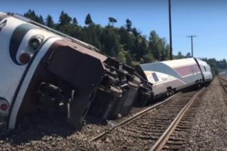 Un tren care avea la bord peste 250 de pasageri a deraiat in statul american Washington. Sunt numerosi raniti
