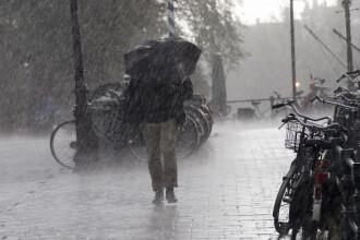 ANM: Cod portocaliu de furtuni in Bucuresti, in 15 judete si in zona de munte din alte patru, pana marti la ora 10:00