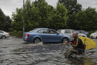 Intersectii inundate si zboruri anulate, in Capitala, dupa ploile torentiale de luni. Zonele din tara ravasite de furtuni