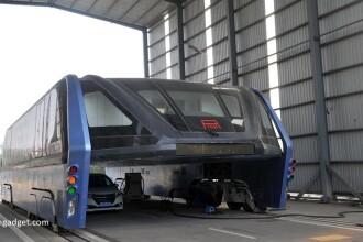 iLikeIT. Marile pacaleli din tehnologie. Autobuzul suspendat din China si laptopul cu 2 ecrane pentru Windows si Android