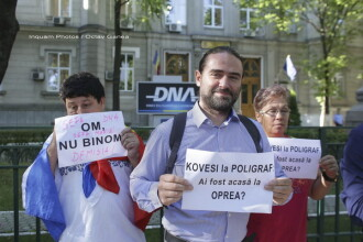 Deputatul PSD Liviu Plesoianu protesteaza in fata sediului DNA:
