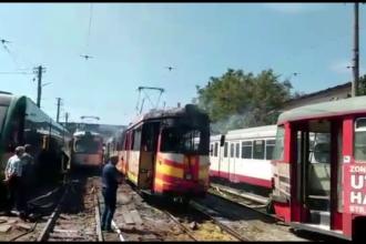 Un tramvai a ars complet in depoul din Arad in urma unui scurtcircuit. Vatmanul a reusit sa iasa la timp