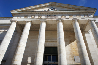 Un roman care si-a ucis intreaga familie, condamnat la 30 de ani de inchisoare in Franta:
